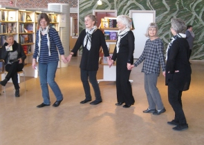 IMG_0992_Greek_dance_in_the_library_20_Feb_2013